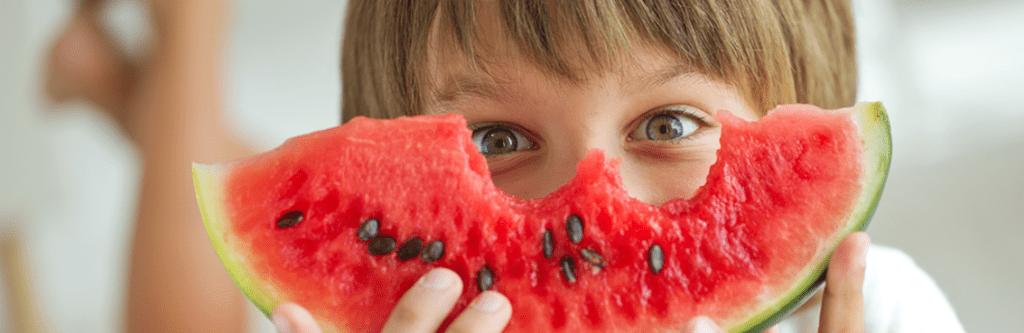 Los mejores alimentos para la salud dental en verano